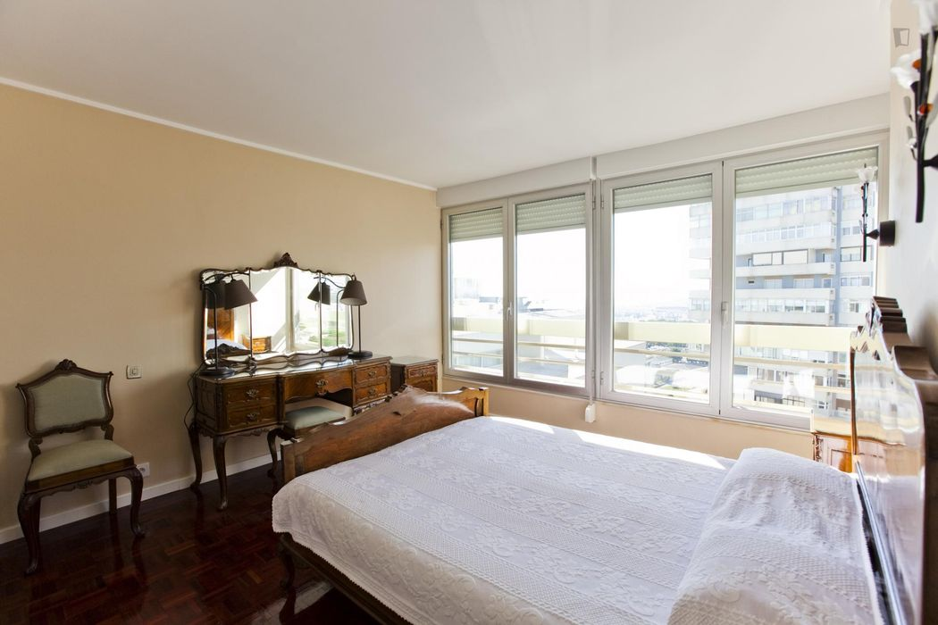 Ensuite bedroom with independent entrance and stunning view: top-floor, front-row seat