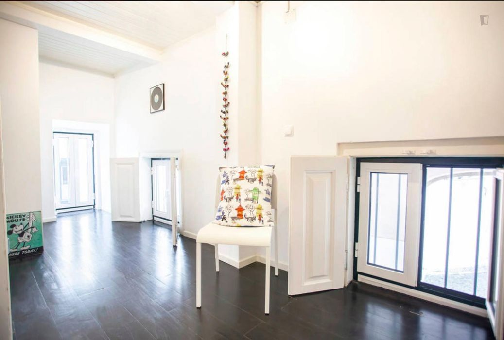 Bright 3-bedroom flat close to Rossio metro station