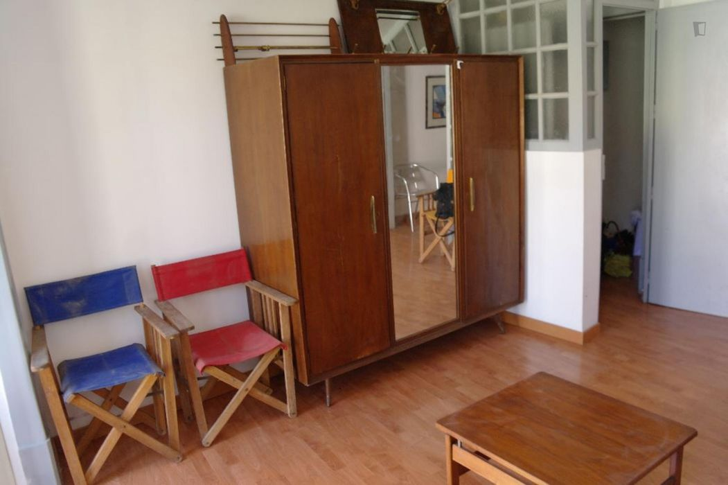 Lockdown perfect 3-bedroom duplex, with a large garden by Estrela
