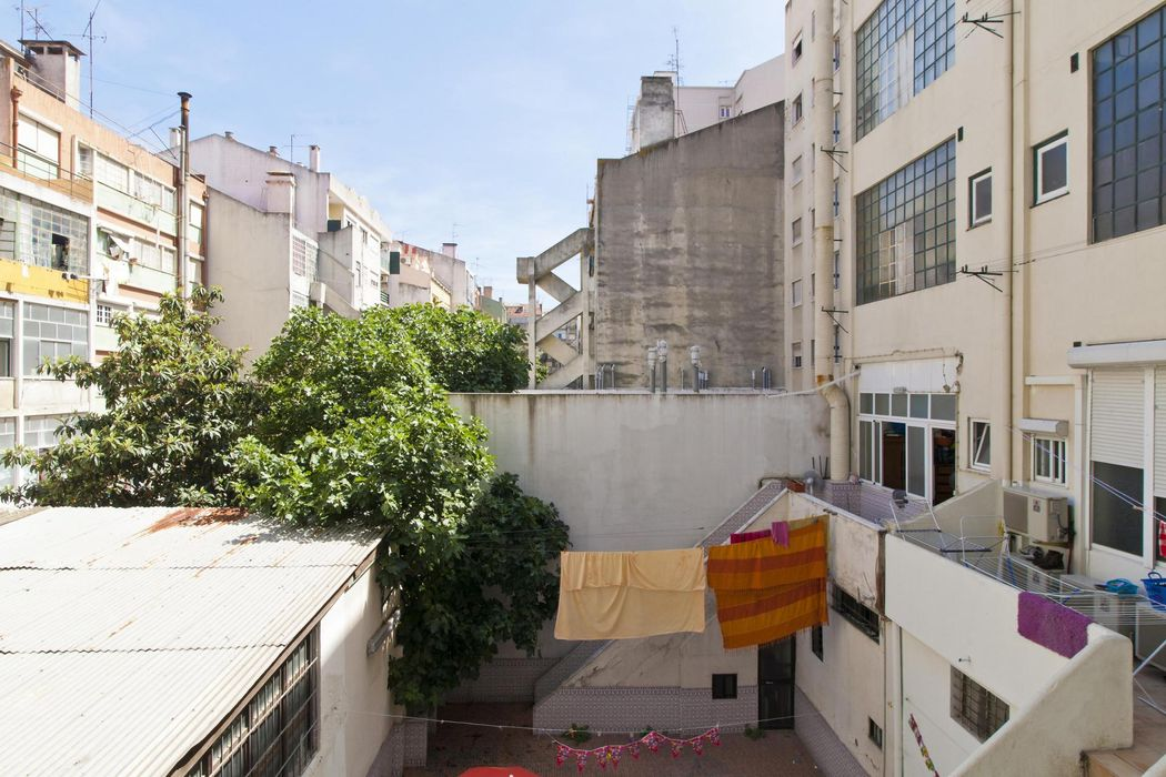 Comfy double bedroom near Alameda Dom Afonso Henriques
