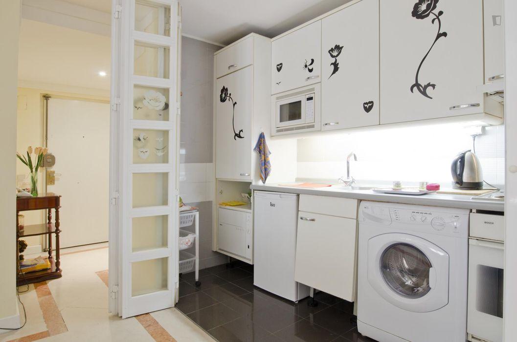Lovely 1-bedroom flat near Parque da Quinta das Conchas