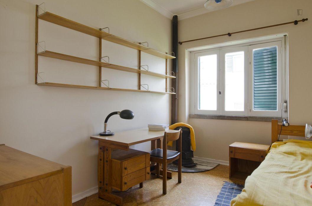 Lovely single bedroom in Restelo