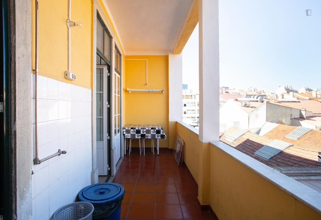 Nice single room, in a 6-bedroom apartment, in Arroios