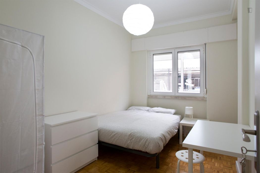 Welcoming double bedroom close to Alto dos Moinhos metro station