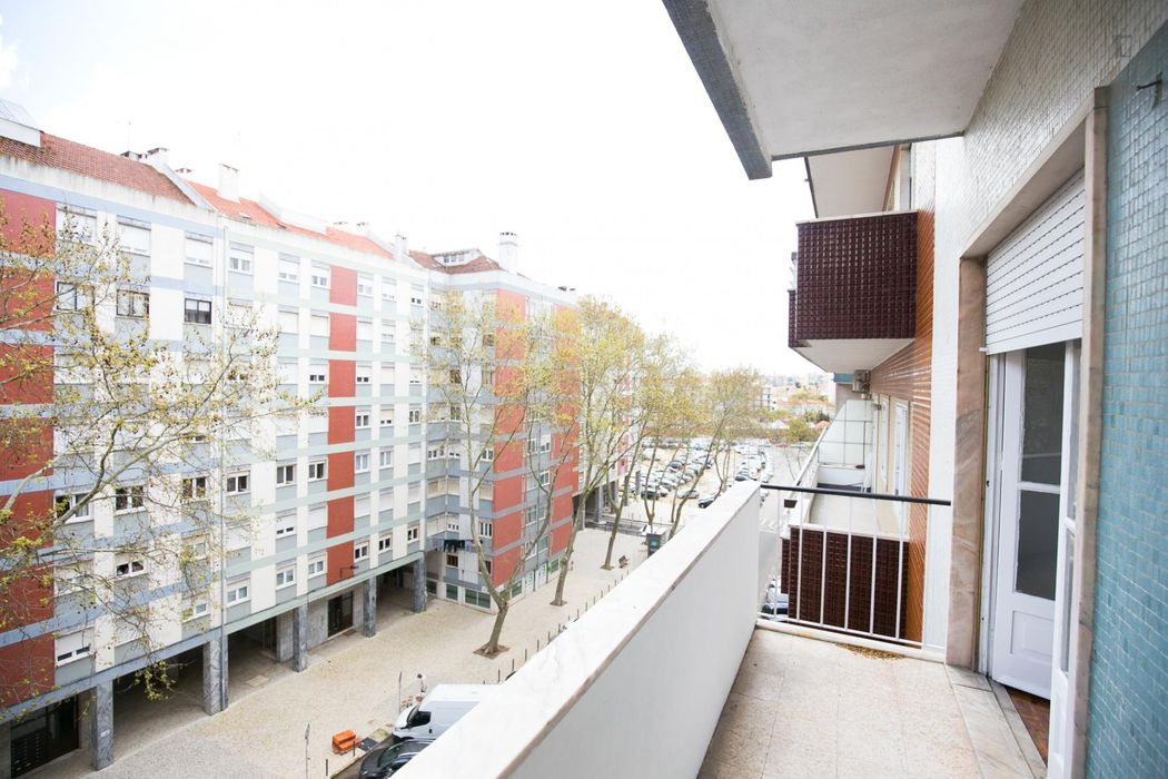 Delightful double bedroom not too far from Colégio Militar/Luz metro station