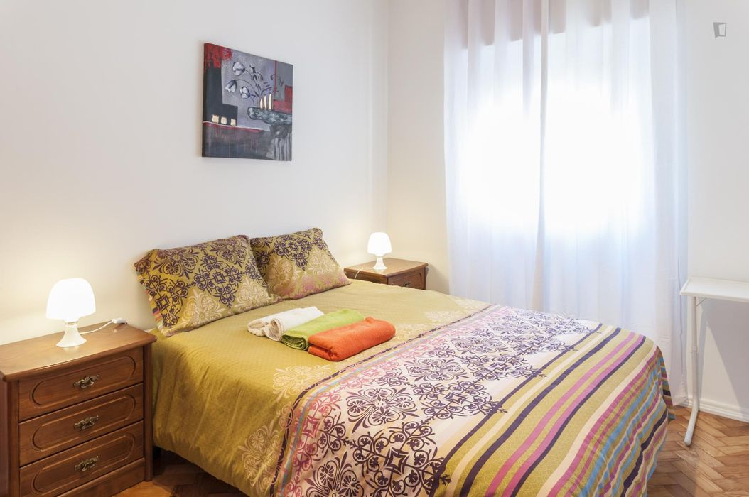 Comfortable double bedroom in Santa Apolónia