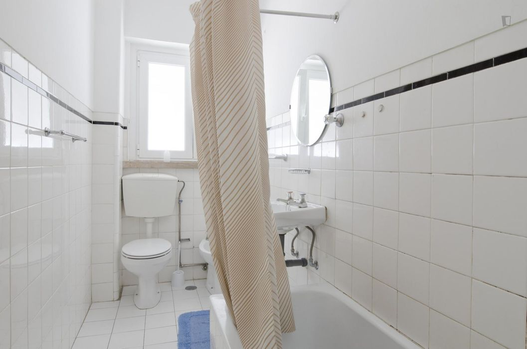 Nice Single bedroom in a flat, in Moscavide