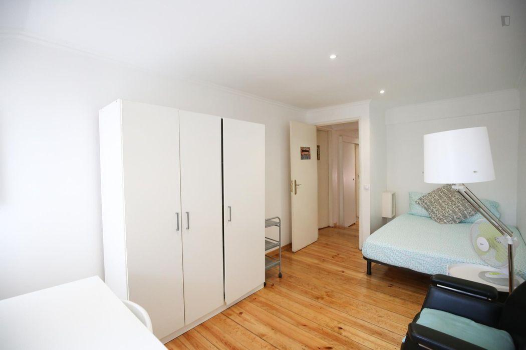Pleasant double bedroom in São Bento