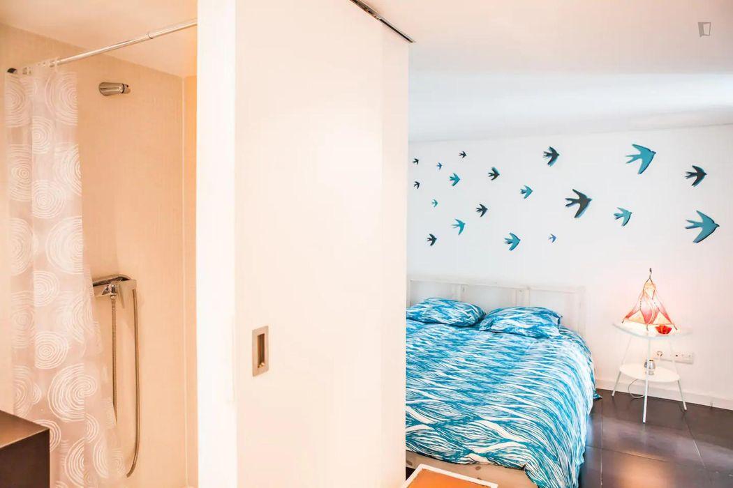 Intimate 1-bedroom apartment close to Avenida subway station