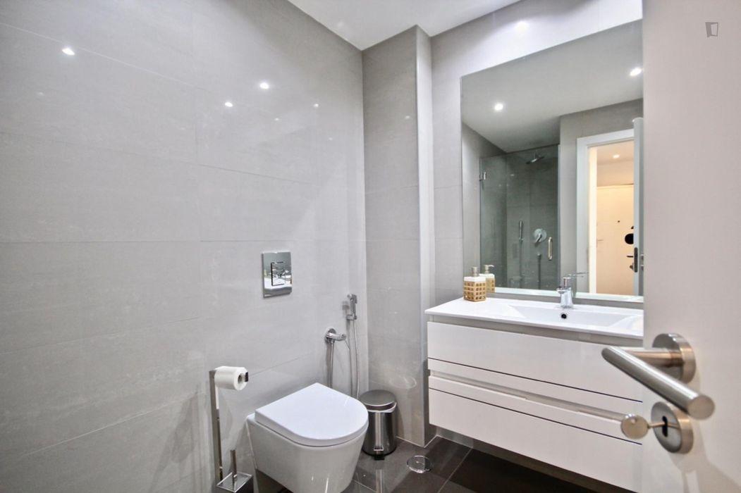 Charming 1-bedroom apartment near Sete Rios train station