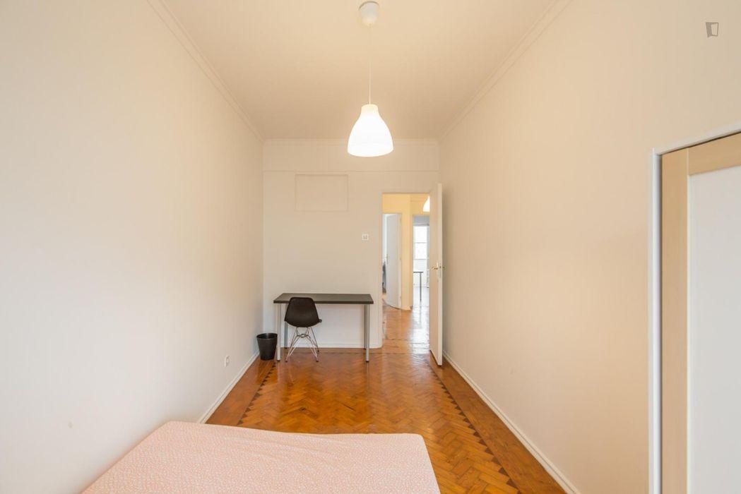 Lovely double bedroom close to Escola Superior de Educação de Lisboa