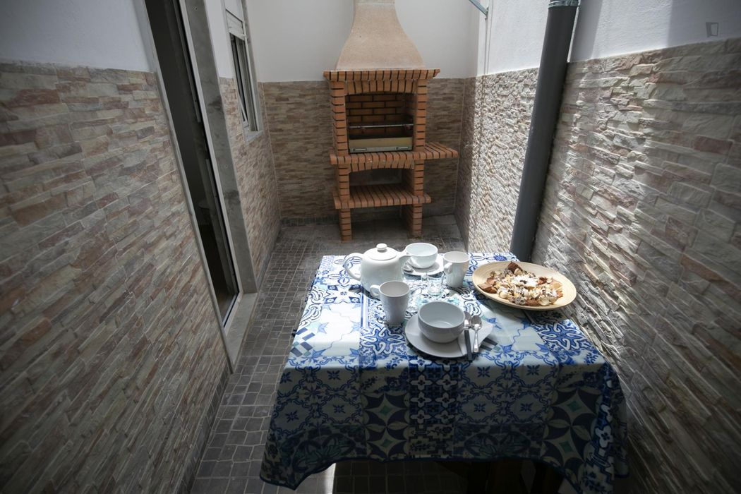 Really cool 2-bedroom apartment with a back patio, in Mouraria
