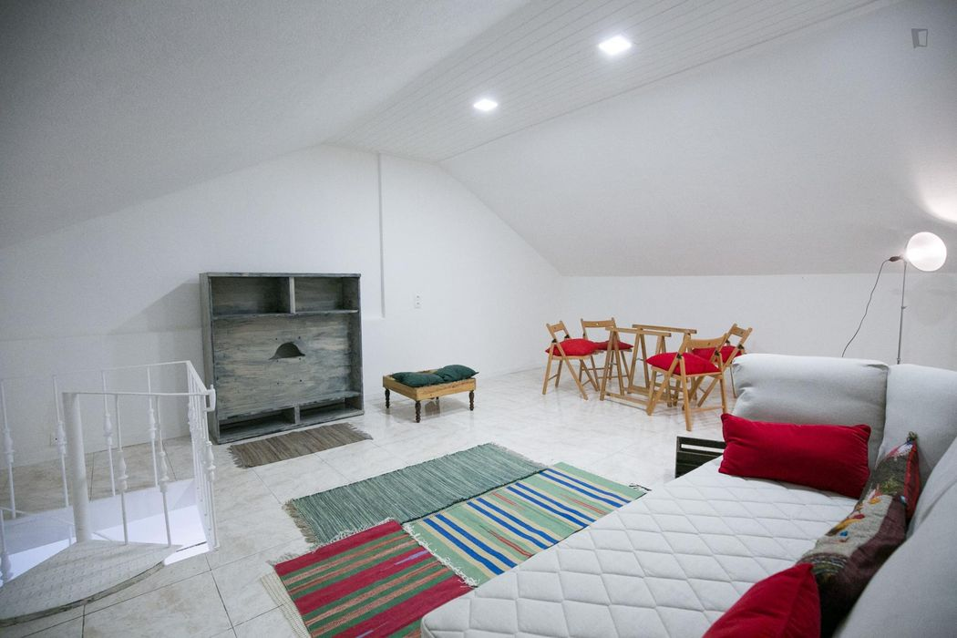Single ensuite bedroom near metro Anjos / Alameda