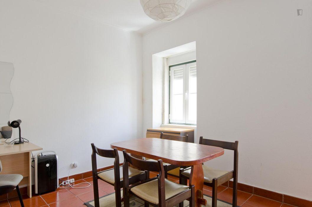 Cool 2-bedroom flat not far from Faculdade de Ciências Sociais e Humanas da Universidade Nova de Lisboa