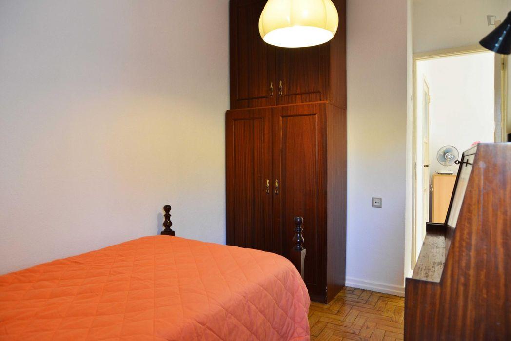 Nice single bedroom in a 3-bedroom flat in Alvalade