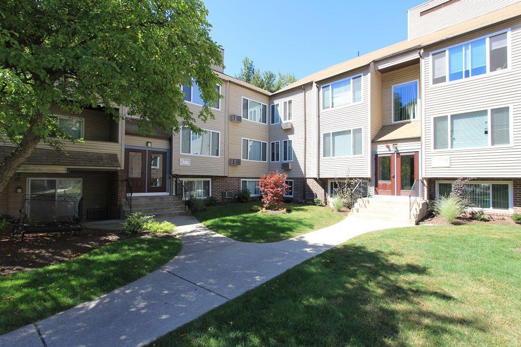 Redwood Hills Apartments