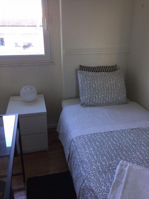 Nice 2-bedroom flat in Campolide, not far from Universidade Nova de Lisboa