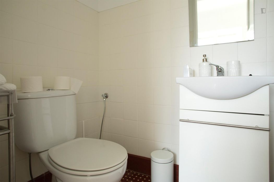 Homely single room near Quinta das Conchas metro station