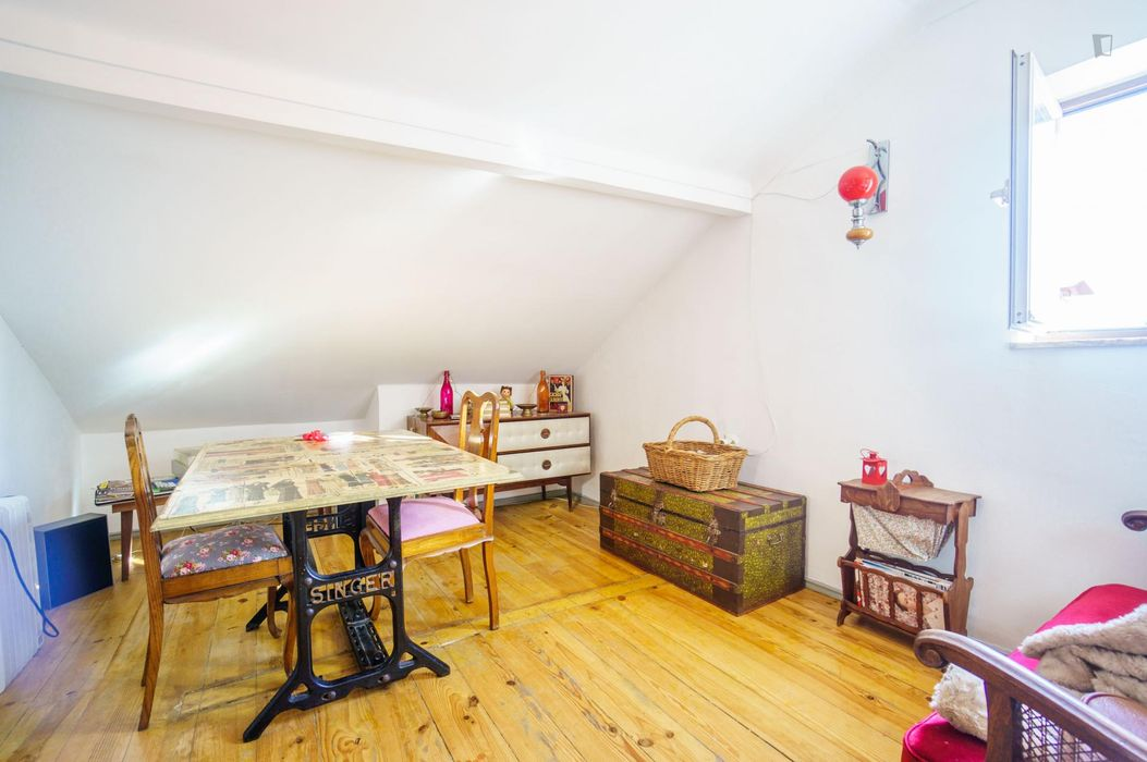 Homely double bedroom in lively Bairro Alto