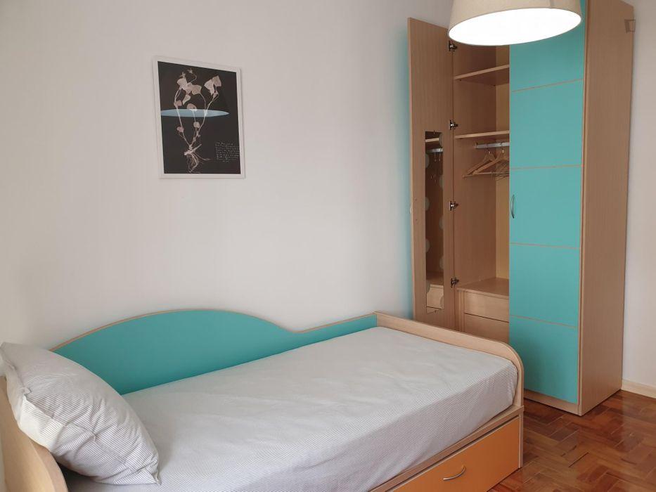 Nice single bedroom close to Moscavide
