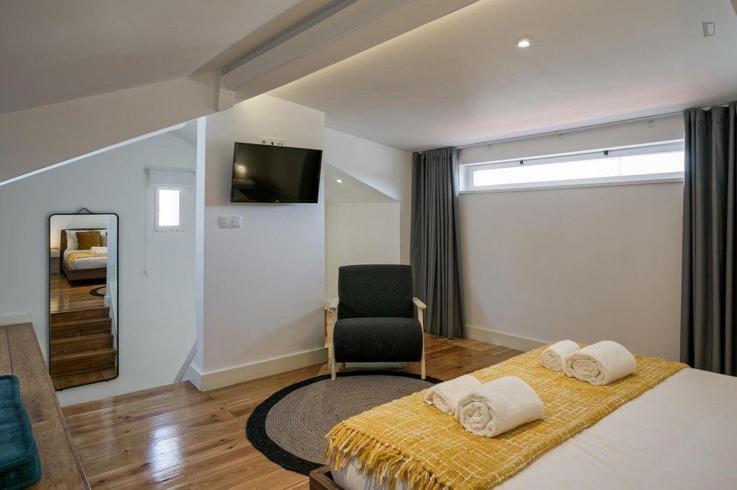 Homely 2-bedroom flat in Bairro Alto