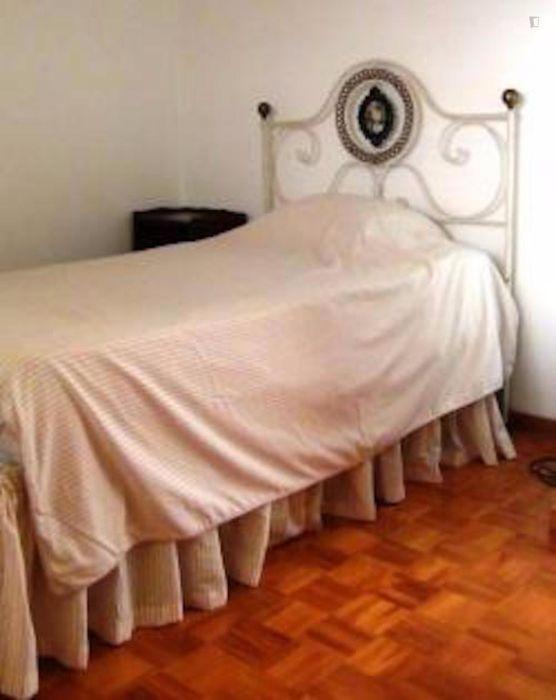 Homely double bedroom in Almada