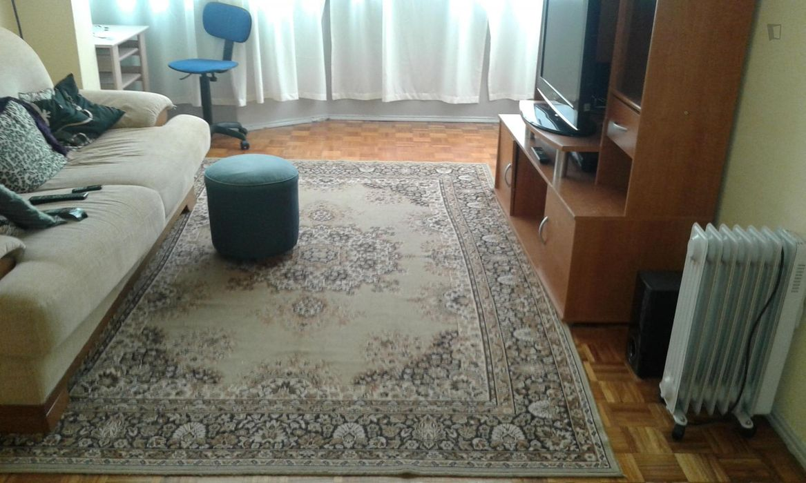 Modest twin bedroom in Amadora