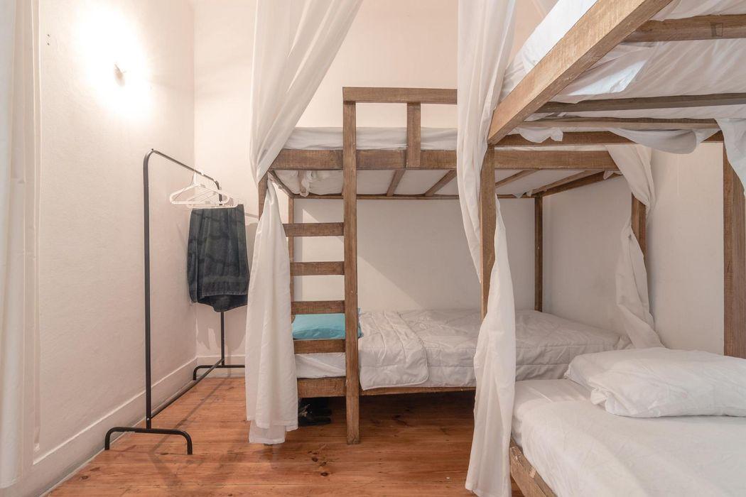 Bed in a 8 bed-dorm close to Bairro Alto