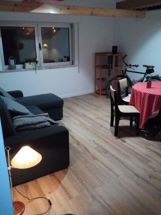 Nice double bedroom in 2-bedroom apartment, in Carcavelos