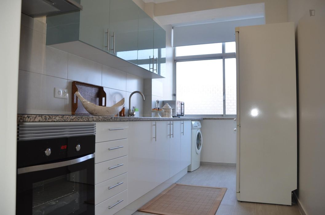 Homely single bedroom in Amadora