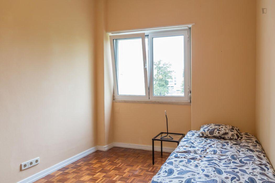 Charming single ensuite bedroom next to Instituto Superior de Educação e Ciências