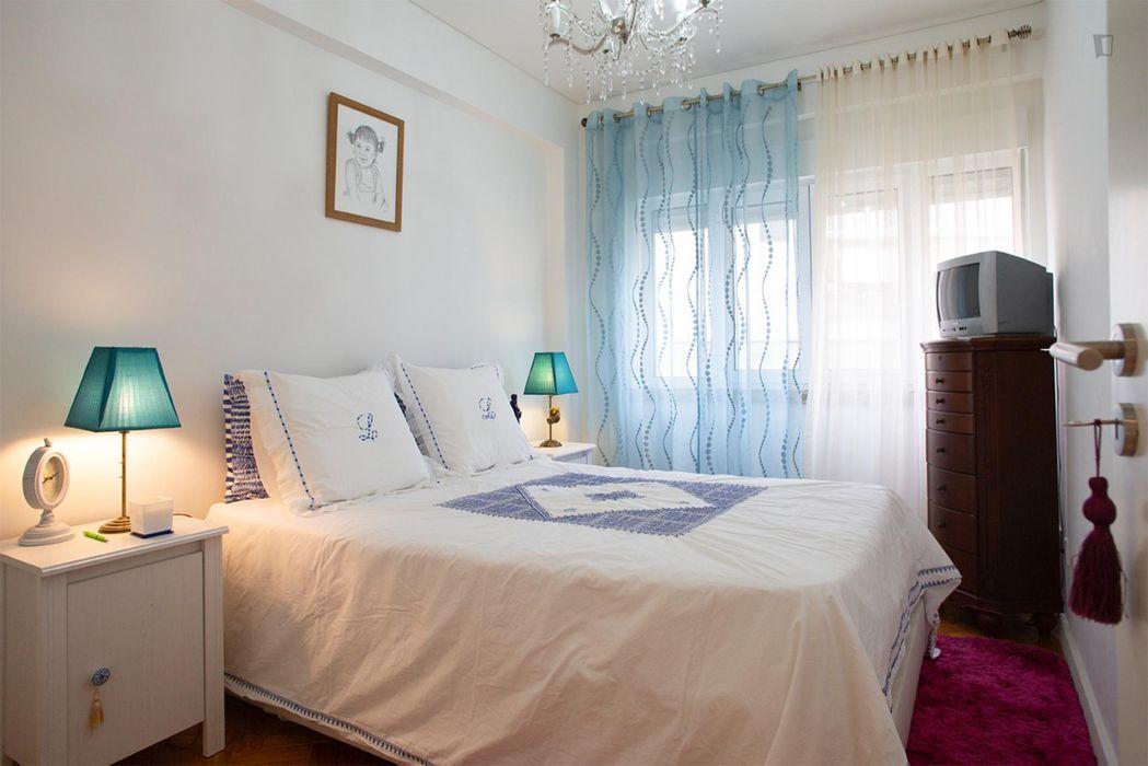 Comfortable double bedroom in Alcântara