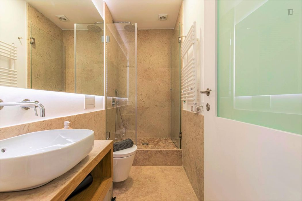Top quality modern 1 bedroom in Lisbon downtown. All transports at your door.
