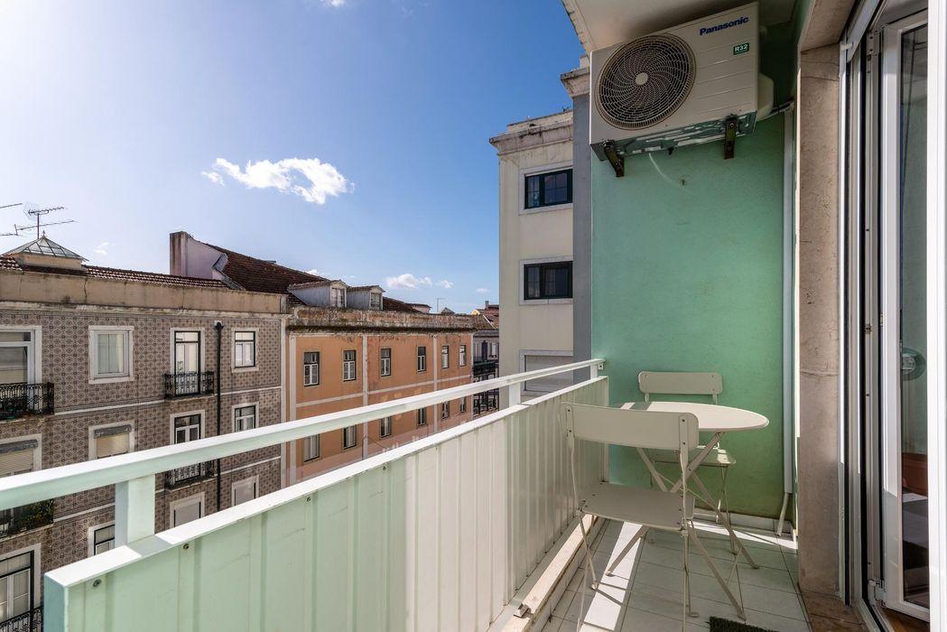 Cozy 2 bedroom apartment close to Martim Moniz metro