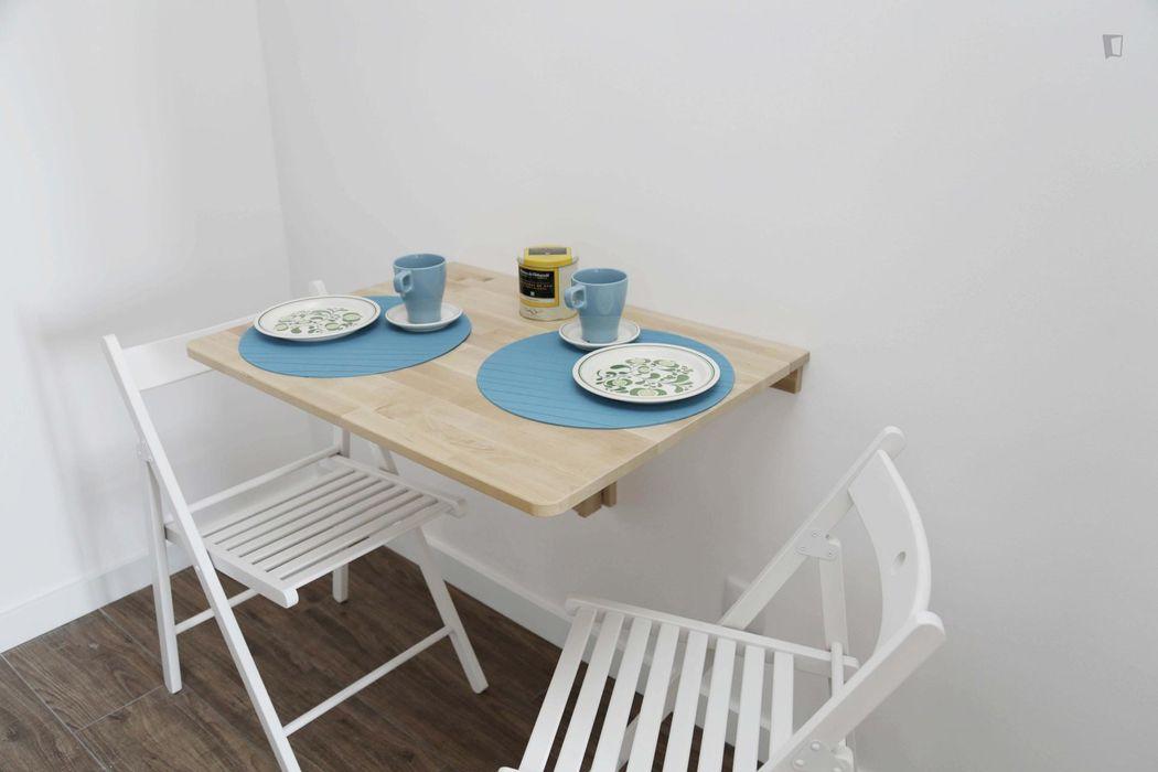Generous studio flat near Olaias metro station