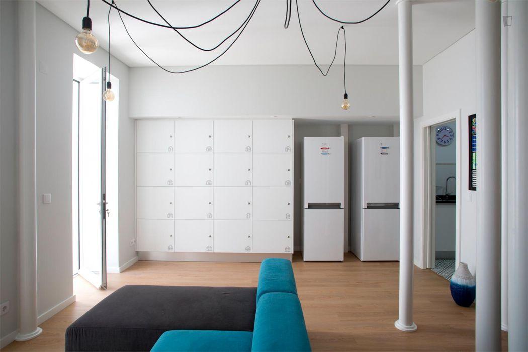 Iniviting studio near Instituto de Línguas da Universidade Nova de Lisboa