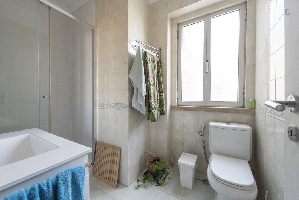 Cool single bedroom with balcony, in Ajuda
