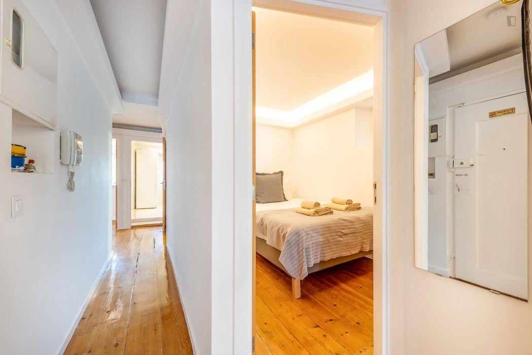Spacious 2-bedroom apartment near Jardim Botânico de Lisboa