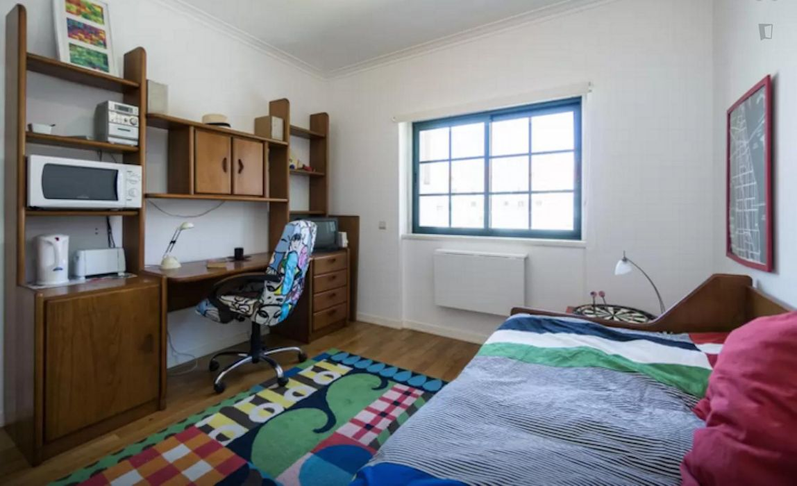 Modern single bedroom not far from Oeiras train station