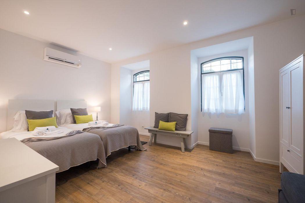 Modern 3-bedroom apartment close to Portela de Sintra train station
