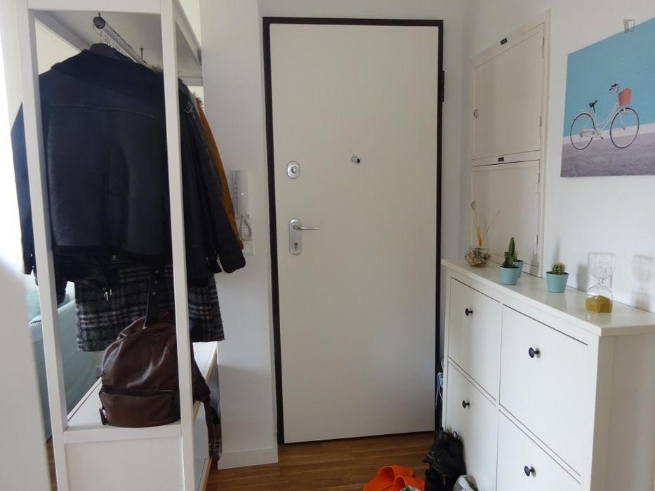 Double bedroom in a 2-bedroom apartment in Pendão