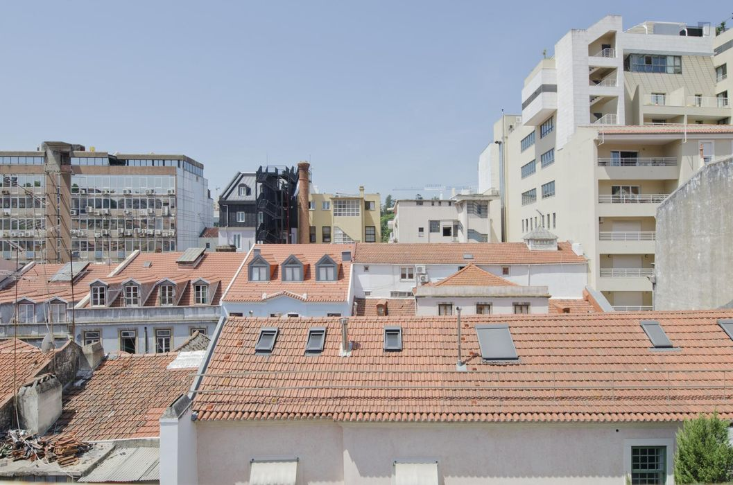 Lovely single bedroom in a 2-bedroom apartment, next to Avenida metro station