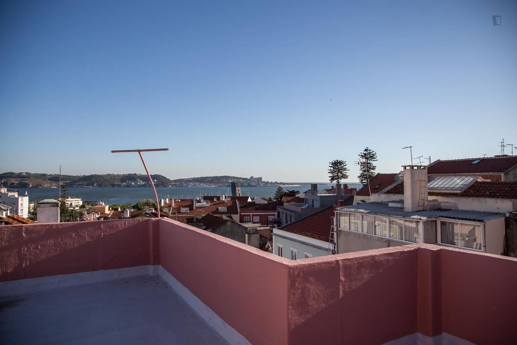Elegant 2 bed apartment with terrace and nr. beach
