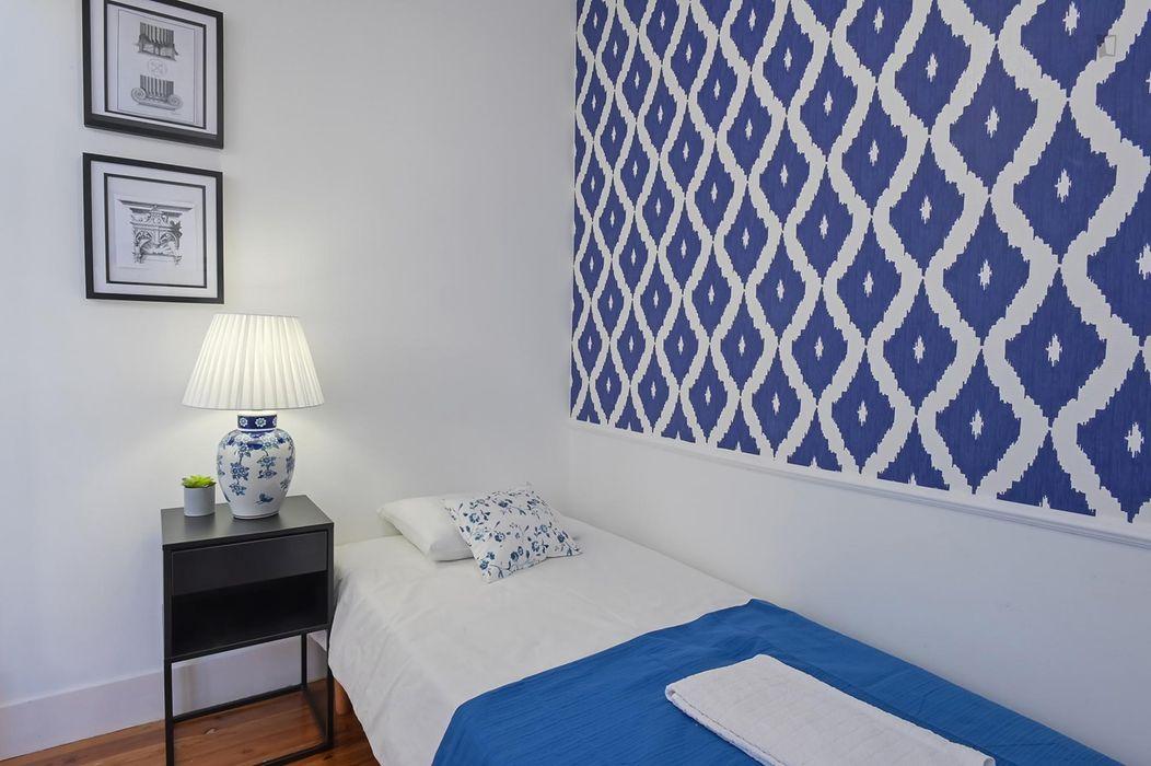 Alluring 5-bedroom apartment near Anjos metro station