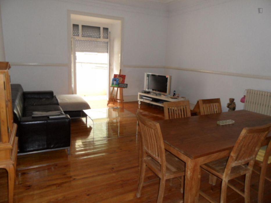 Spacious 4-bedroom apartment near Anjos