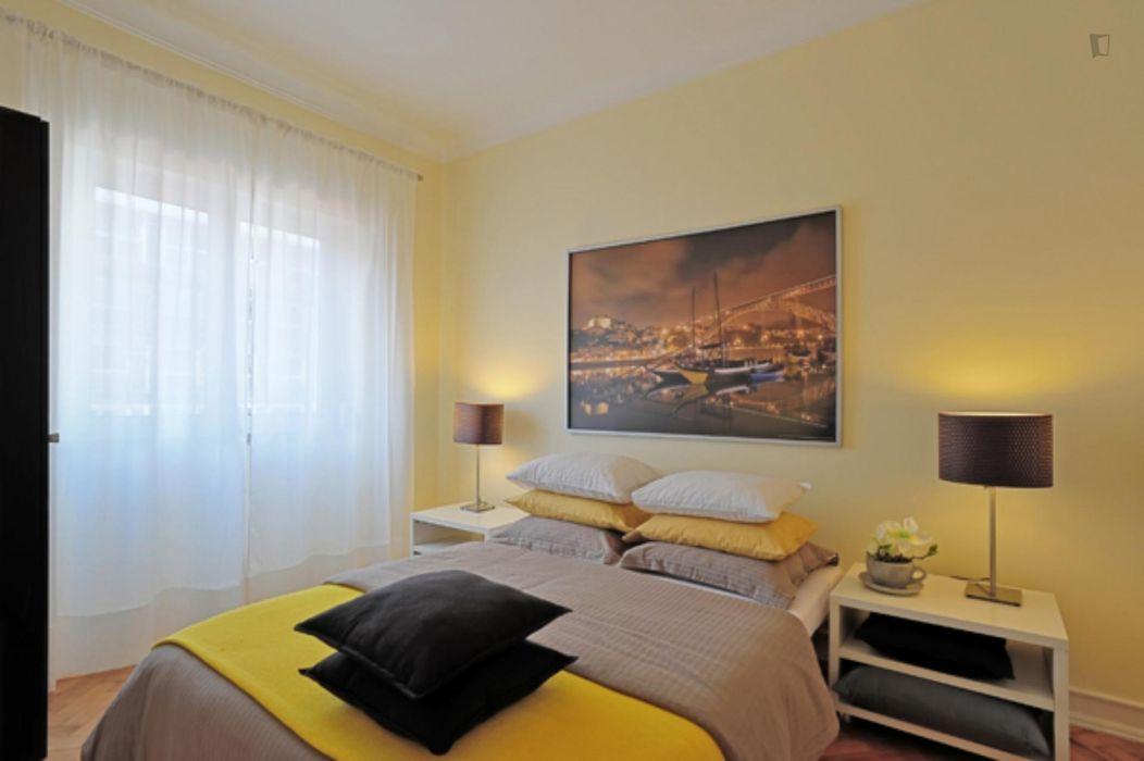 Elegant 4-bedroom apartment next to Anjos metro station