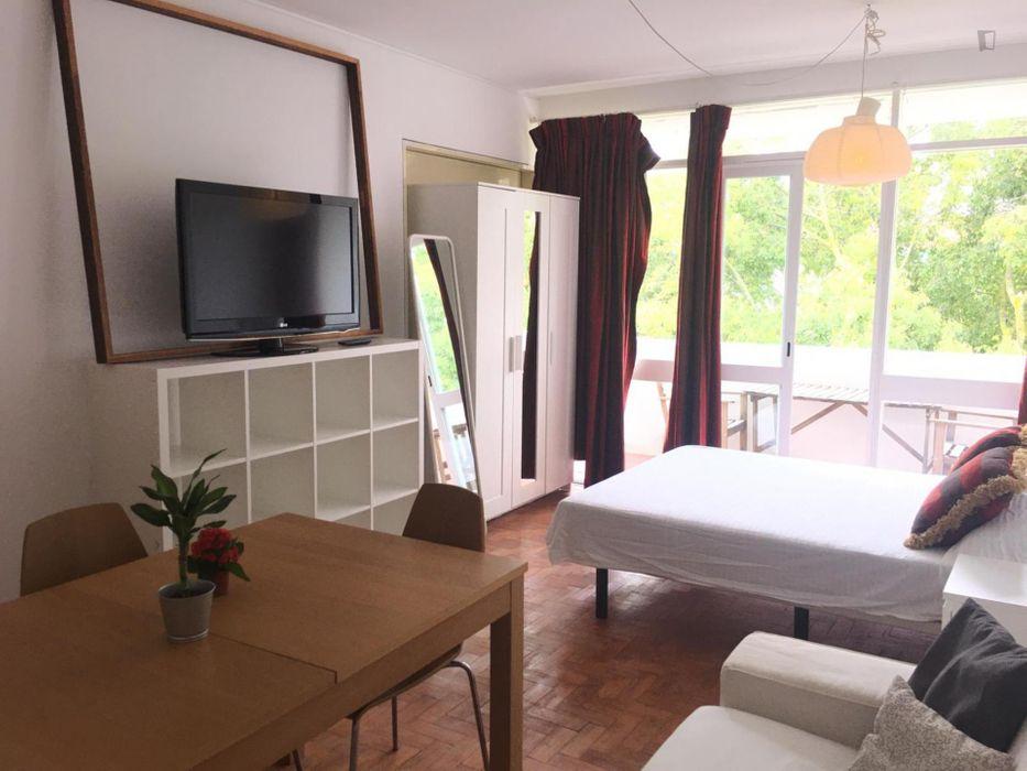 Cosy single bedroom close to Carcavelos