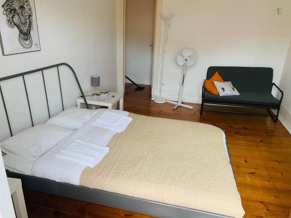 Double bedroom in Martim Moniz, central Lisbon