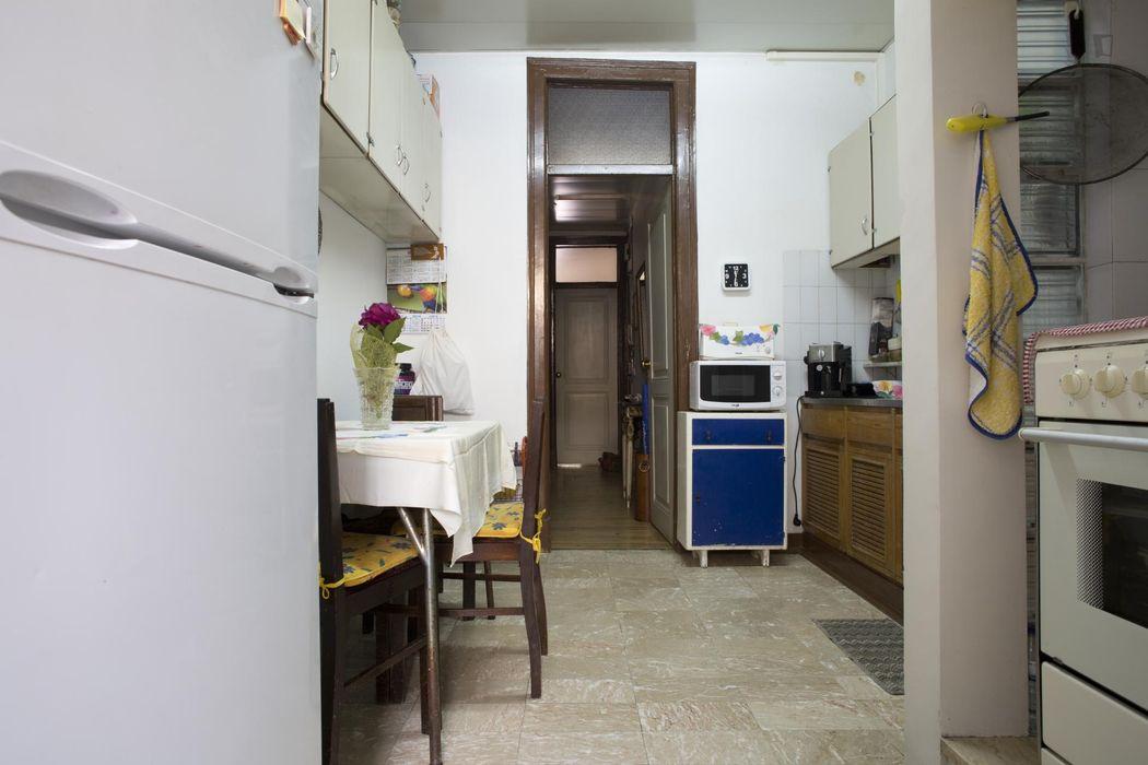 Casual double bedroom in a 3-bedroom flat in Arroios