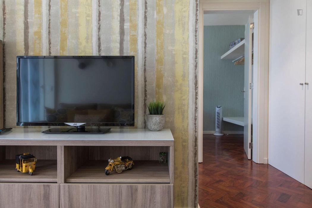 1-Bedroom apartment near Entre Campos metro station